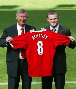 Angka 8 menjadi nomer punggung pertama yang diberikan pada Rooney. Angka yang baik untuk awal yang baik.