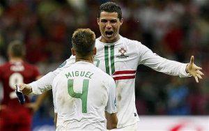 Cristiano Ronaldo pada saat merayakan gol bersama Miguel (Portugal).