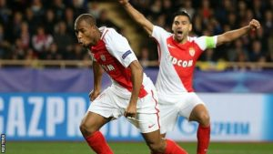 Djibril Sidibe dan Radamel Falcao merayakan gol bersama saat membawa AS Monaco lolos ke babak selanjutnya pada Liga Champions.