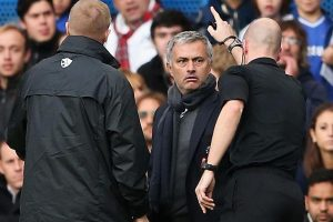Mourinho diusir oleh Anthony Taylor saat pertandingan melawan City ketika masih melatih Chelsea 2013 silam.